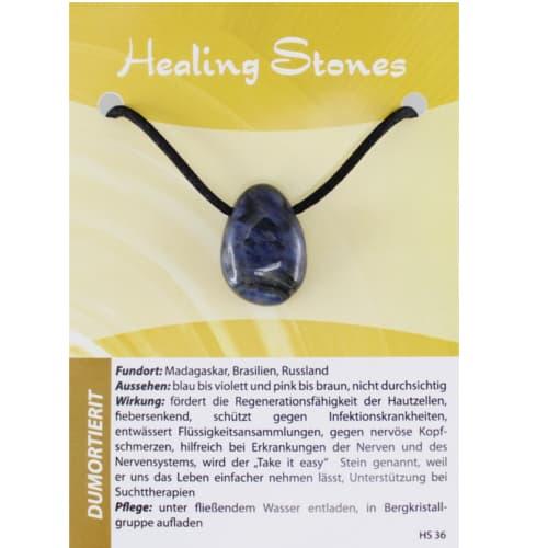von Hand gefertigte, hochwertige und besondere Edelsteinkette aus Dumortierit mit Seidenband und Erklärungskarte. Ein Unikat aus Madagaskar, Brasilien, Russland.