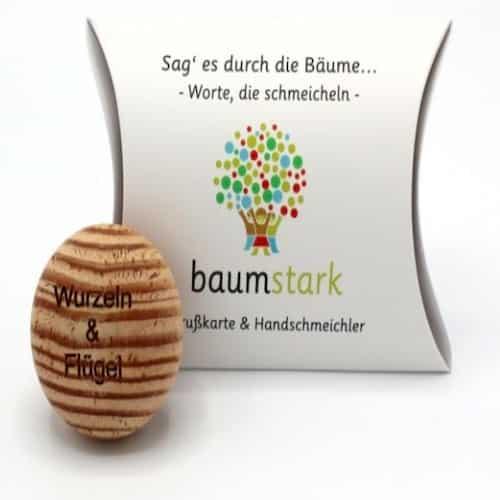 Grußkarte - Box mit Handschmeichler Lärche - Vorderseite Geschenk aus Holz