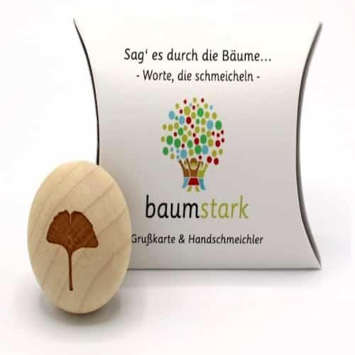 Grußkarte - Box mit Handschmeichler Ginkgo - Vorderseite - Geschenk aus Holz