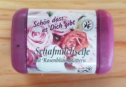 Schafmilchseife mit Rosenblüttenblättern - BDIH zertifiziert - Saling 100 g